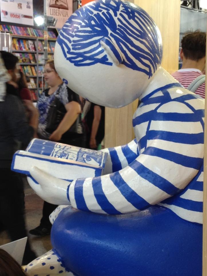 Decoraciones que hacen honor a la lectura muestran los stand