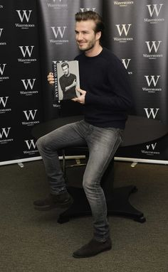Beckham usando Chelsea Boots de Yves Saint-Laurent
